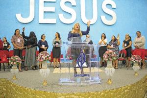 Momento de louvor com a pastora Marta Torres