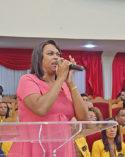 Cantora Elaine Martins